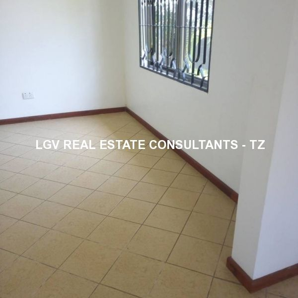 UNFURNISHED HOUSE FOR RENT AT OYSTERBAY