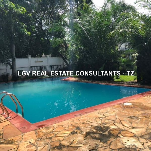 6 Bedrooms Standalone House with a swimming pool for Rent at Masaki